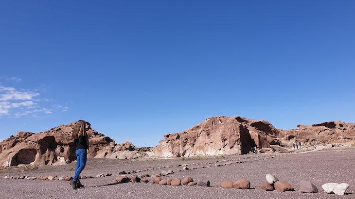 Em Hierbas Buenas - Tour do Vale do Arco-Íris - Deserto no Atacama - Chile © Viaje Comigo