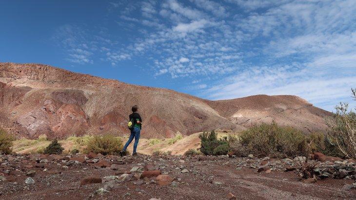 Susana Ribeiro no Tour Vale do Arco Íris - Deserto no Atacama - Chile © Viaje Comigo