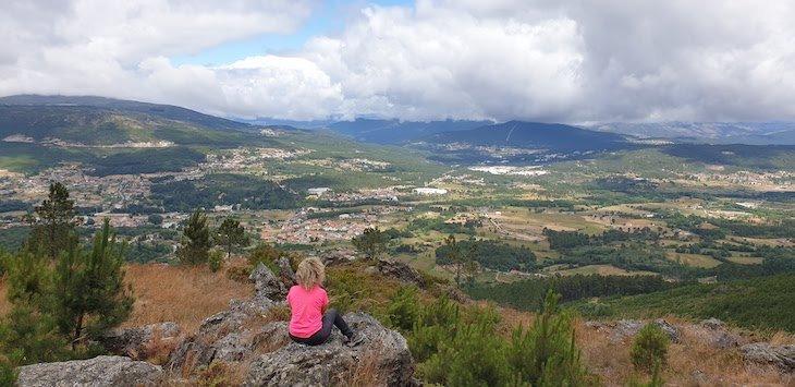 Vista para Pedras Salgadas - nas Fragas do Poio - Vila Pouca de Aguiar © Viaje Comigo