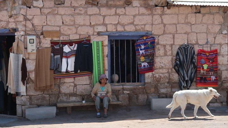 Artesanato em Toconao - Tour Piedras Rojas e Lagunas Altiplânicas - Atacama - Chile © Viaje Comigo