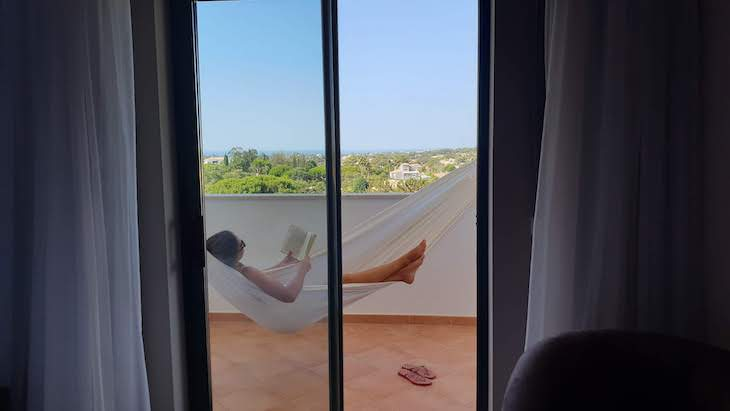 Na rede do quarto do Vale d'el Rei Hotel & Villas - Carvoeiro - Algarve - Portugal © Viaje Comigo