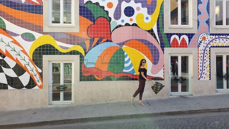 Susana Ribeiro - Mural Joana Vasconcelos - Porto - Portugal © Viaje Comigo