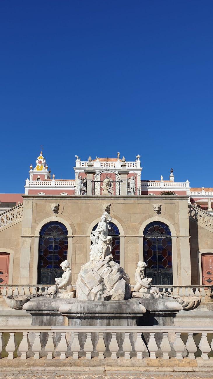 Fonte dos jardins da Pousada Palácio Estoi, Faro, Algarve © Viaje Comigo.jpg