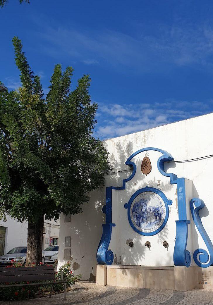 Memorial à Festa da Pinha - Estoi - Algarve © Viaje Comigo