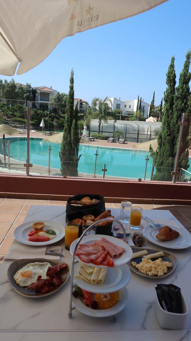 Pequeno-almoço e piscina Vale da Lapa Village Resort - Carvoeiro - Algarve © Viaje Comigo