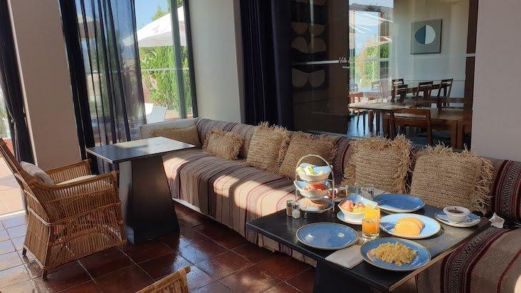 Pequeno-almoço no restaurante do Vale da Lapa Village Resort - Carvoeiro - Algarve © Viaje Comigo