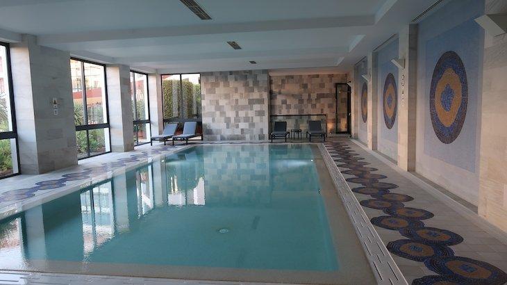 Piscina interior do Hilton Vilamoura - Algarve - Portugal © Viaje Comigo