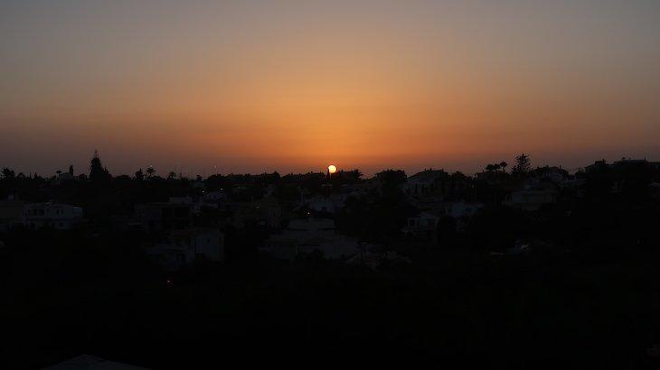 Pôr do sol no Vale da Lapa Village Resort - Carvoeiro - Algarve © Viaje Comigo