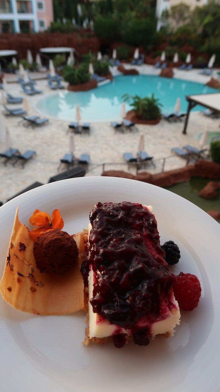 Sobremesa no quarto - Hotel Hilton Vilamoura - Algarve - Portugal © Viaje Comigo