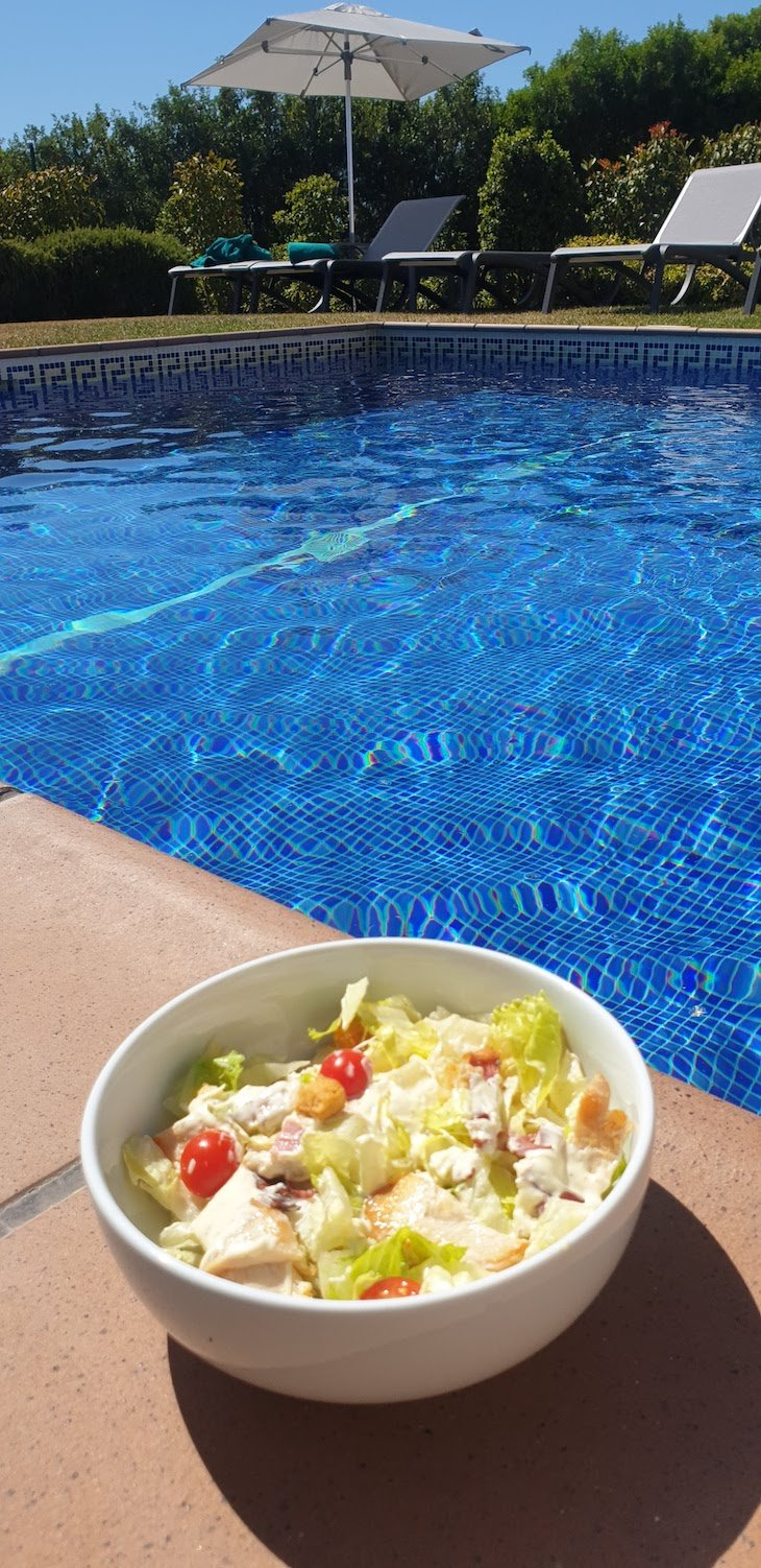 Salada na piscina - Vale da Lapa Village Resort - Carvoeiro - Algarve © Viaje Comigo
