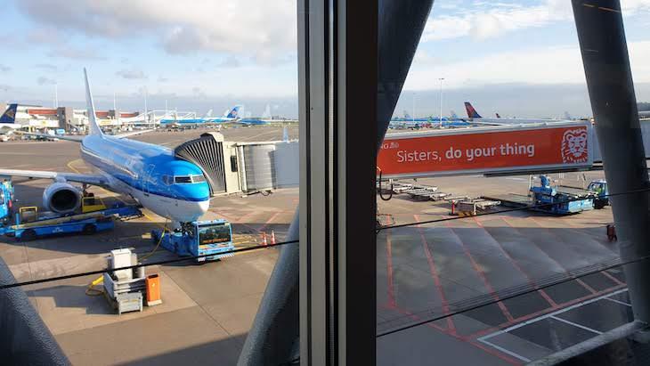 Avião KLM no Aeroporto de Amesterdão - outubro 2020 © Viaje Comigo
