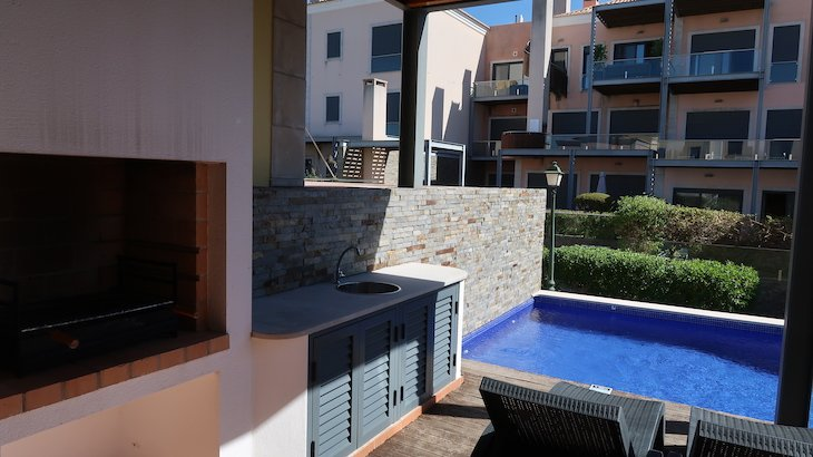 Barbecue e piscina na casa no Vale do Lobo Resort - Algarve - Portugal © Viaje Comigo