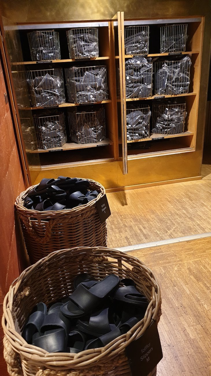 Chinelos e fatos de banho no Hotel Yasuragi - Estocolmo - Suecia © Viaje Comigo