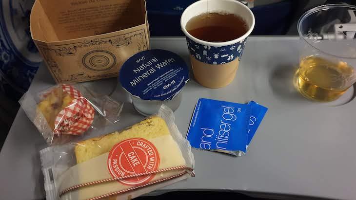 Tirámos as máscaras somente para comer e beber - Comida da KLM - outubro 2020 © Viaje Comigo