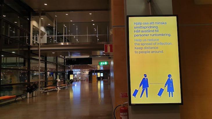 Keep Distance - Aeroporto Arlanda - Estocolmo - outubro 2020 © Viaje Comigo