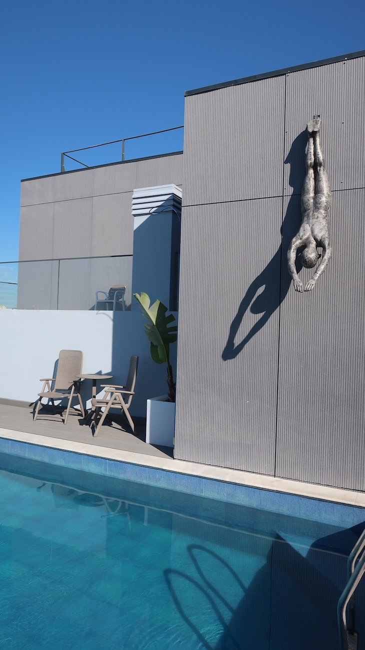 Piscina exterior do Hotel The Prime Energize - Monte Gordo - Algarve © Viaje Comigo