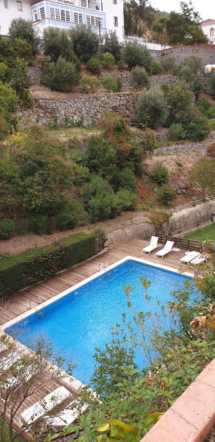 Piscina exterior da Villa Termal Caldas de Monchique Spa Resort © Viaje Comigo