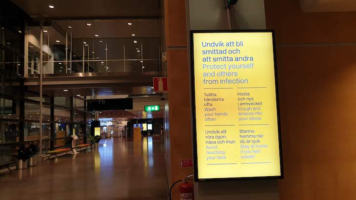 Protect Yourself and Others - Aeroporto Arlanda - Estocolmo - outubro 2020 © Viaje Comigo
