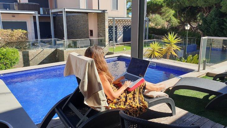 A trabalhar na casa no Vale do Lobo Resort - Algarve - Portugal © Viaje Comigo