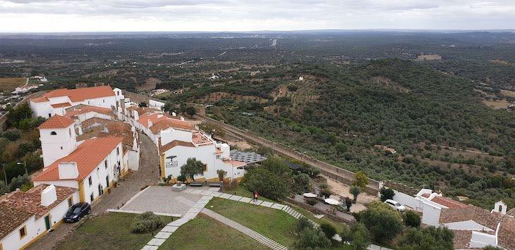 Vista do Castelo de Evoramonte - Alentejo - Portugal © Viaje Comigo