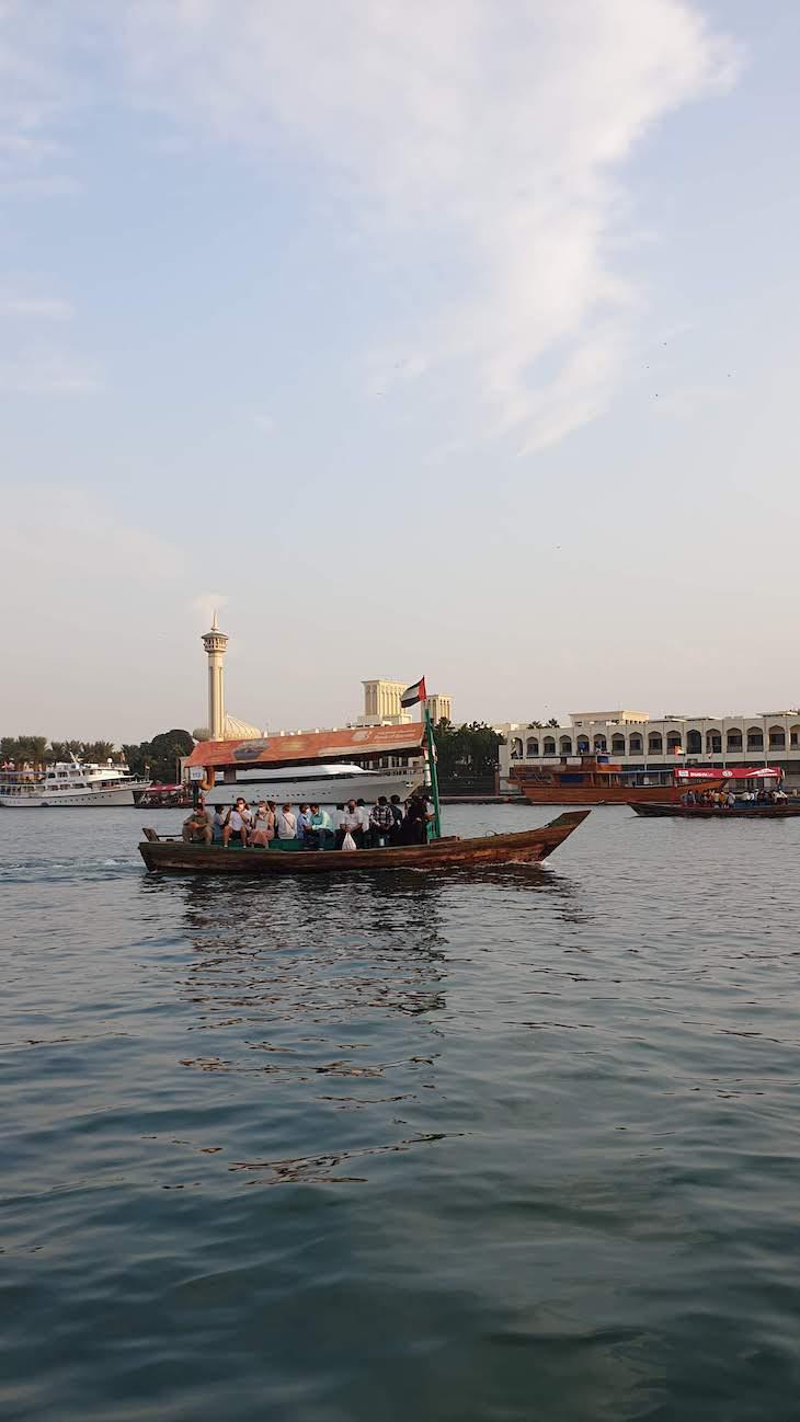 Passeio no Barco Abra - Dubai - Emirados Árabes Unidos © Viaje Comigo