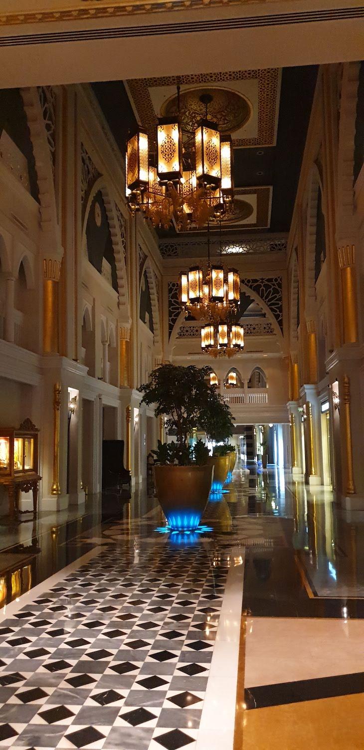 Corredor no hotel Jumeirah Zabeel Saray - Dubai © Viaje Comigo