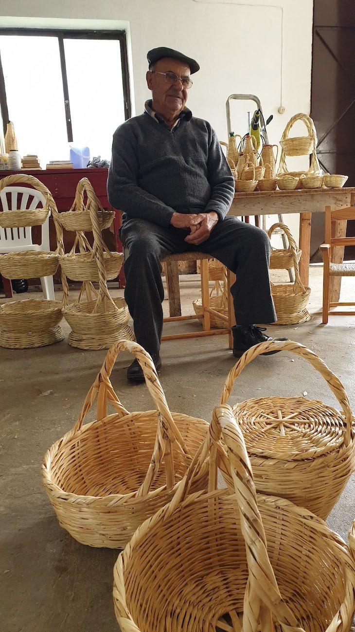 Diamantino Romeirinha, cestaria com cana, Azinhal Castro Marim - Algarve - Portugal © Viaje Comigo