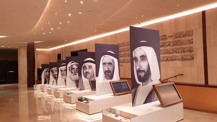 Líderes dos EAU - Etihad Museum - Dubai © Viaje Comigo