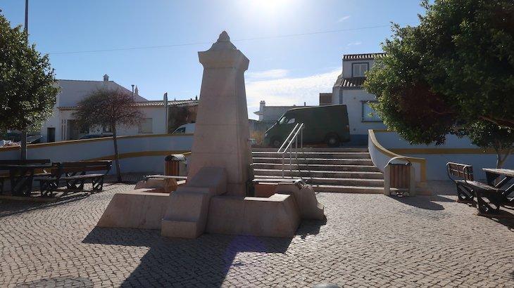 Fonte em Budens - Algarve - Portugal © Viaje Comigo