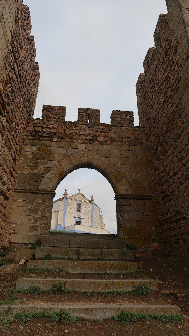 Igreja e Castelo, Arraiolos - Alentejo - Portugal © Viaje Comigo