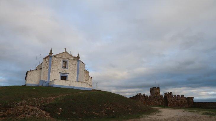 Igreja do Salvador e Castelo, Arraiolos - Alentejo - Portugal © Viaje Comigo