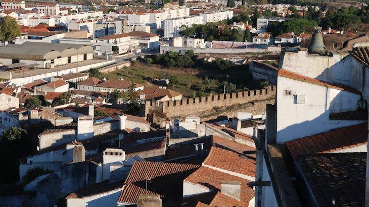 Muralha e casas de Estremoz - Alentejo - Portugal © Viaje Comigo