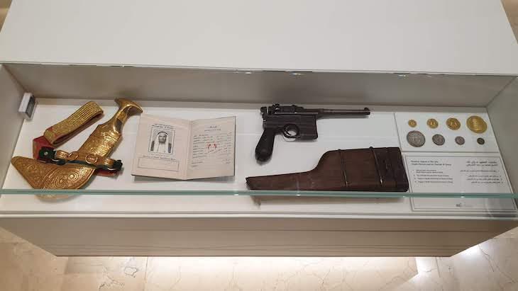 Objetos pessoais dos líderes dos EAU - Etihad Museum - Dubai © Viaje Comigo