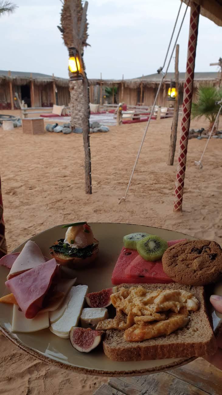 Pequeno-almoço - Dubai Desert Conservation Reserve - Dubai - Emirados Árabes Unidos © Viaje Comigo
