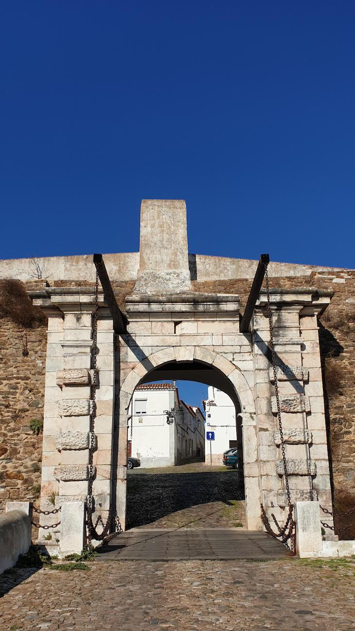 Porta de Évora, Estremoz - Alentejo - Portugal © Viaje Comigo