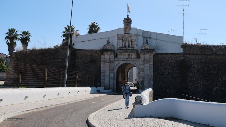 Porta dos Currais, Estremoz - Alentejo - Portugal © Viaje Comigo