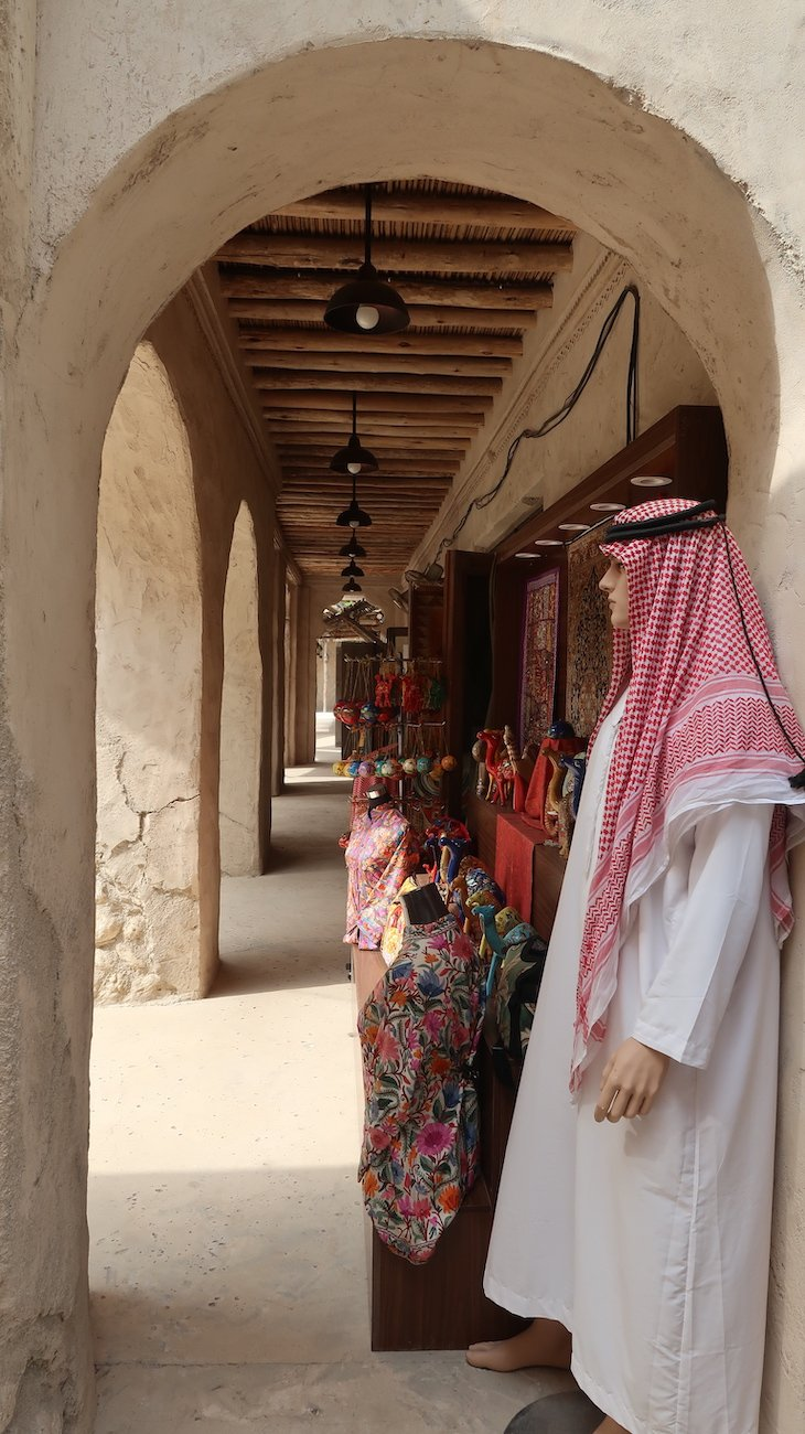 Lojas do Souk do Al Seef Heritage Hotel Dubai, Curio Collection by Hilton - Dubai © Viaje Comigo