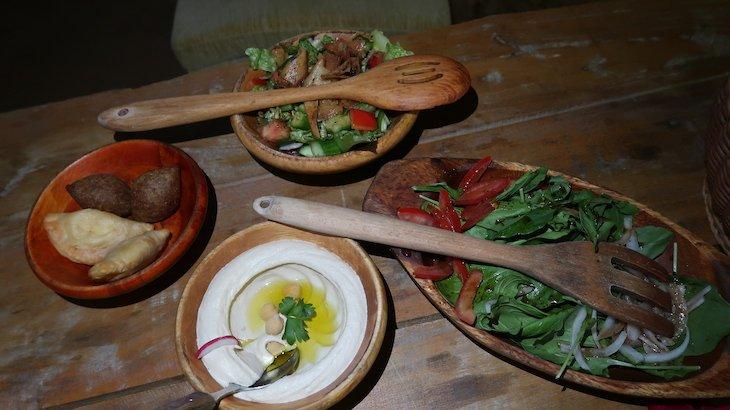 Jantar no acampamento - Dubai Desert Conservation Reserve - Dubai - Emirados Árabes Unidos © Viaje Comigo