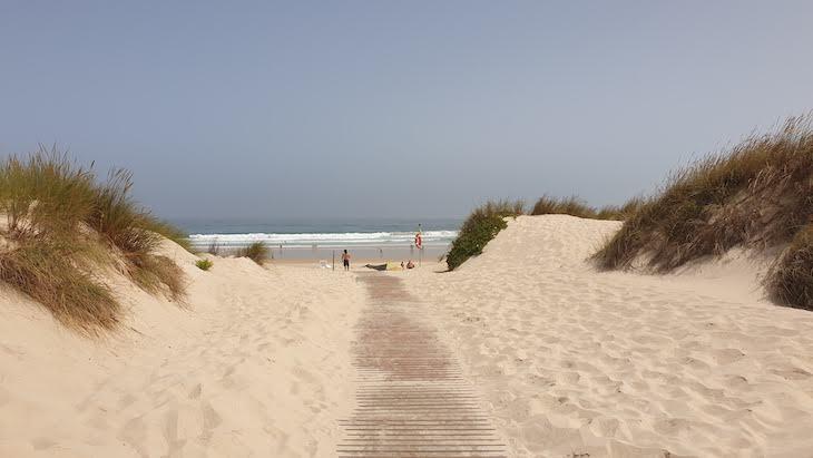 Praia Alfarroba em Peniche - Portugal © Viaje Comigo