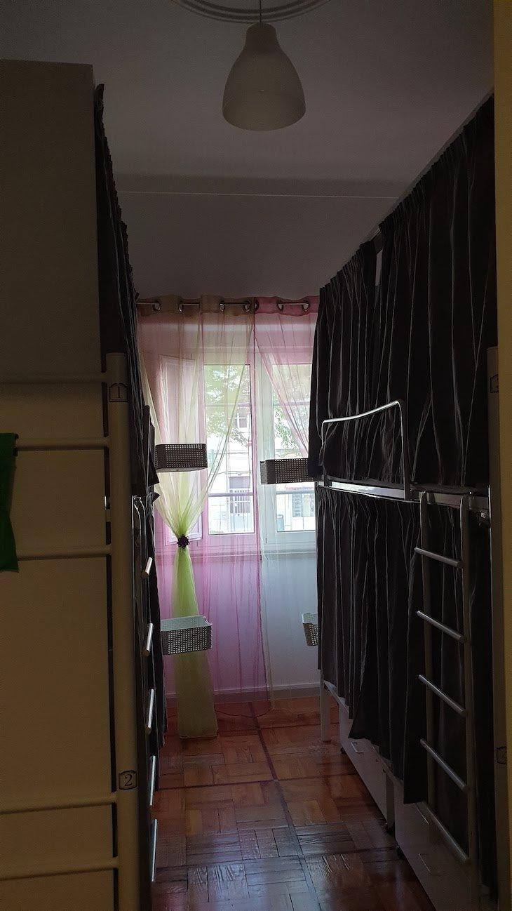 Dormitório com beliches no Loulé Coreto Hostel - Loulé - Algarve © Viaje Comigo