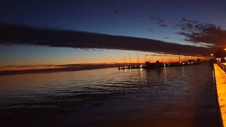Pôr do Sol junto dos Mercados de Olhão, a dois minutos a pé da Maison Citron - Algarve © Viaje Comigo