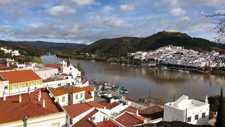 Sanlucar de Guadiana - vista de Alcoutim - Algarve - Portugal © Viaje Comigo