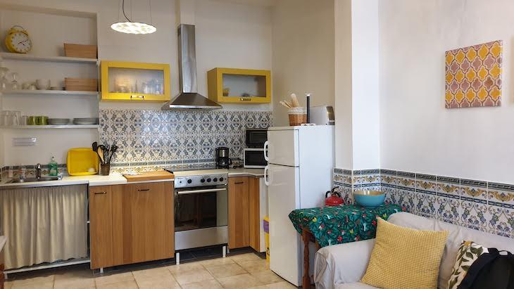 Sala e cozinha da Maison Citron - Olhão - Algarve © Viaje Comigo
