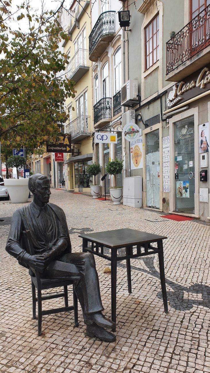 António Aleixo na esplanada dp Calcinha, Loulé - Algarve © Viaje Comigo