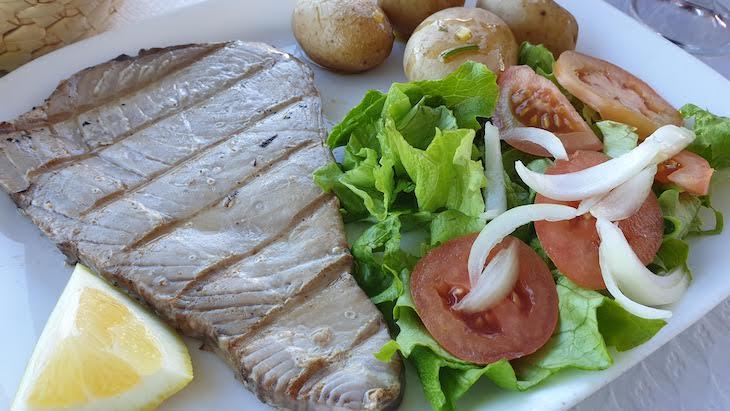 Atum, restaurante Janoca, Ilha da Culatra - Algarve - Portugal © Viaje Comigo