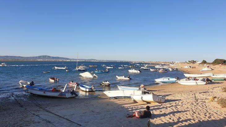 Barcos na Ilha do Farol - Algarve © Viaje Comigo