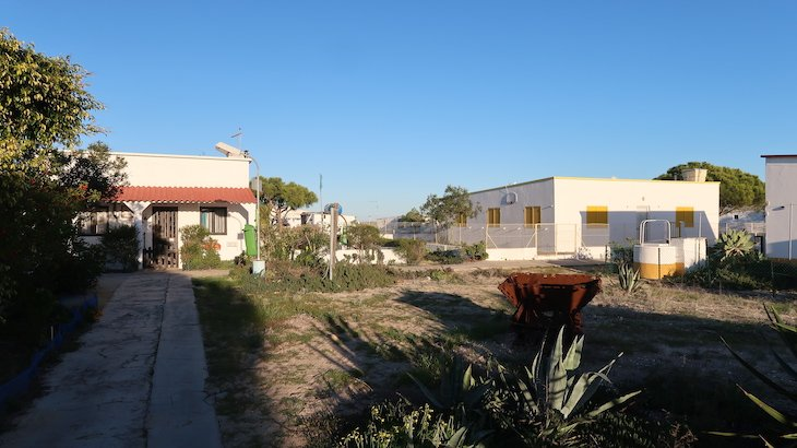 Hangares - Ilha Culatra - Algarve - Portugal © Viaje Comigo
