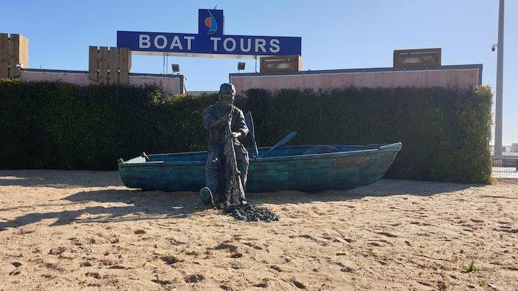 Estáuta junto ao porto de Olhão - Algarve © Viaje Comigo