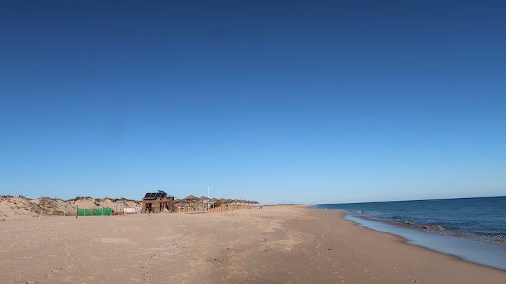 Na praia Ilha da Culatra - Algarve Portugal - © Viaje Comigo
