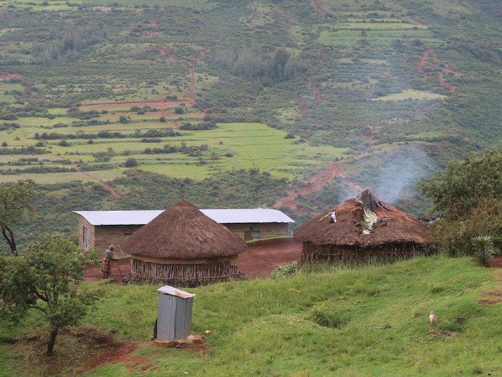 Casas na zona rural do Lesoto © Viaje Comigo